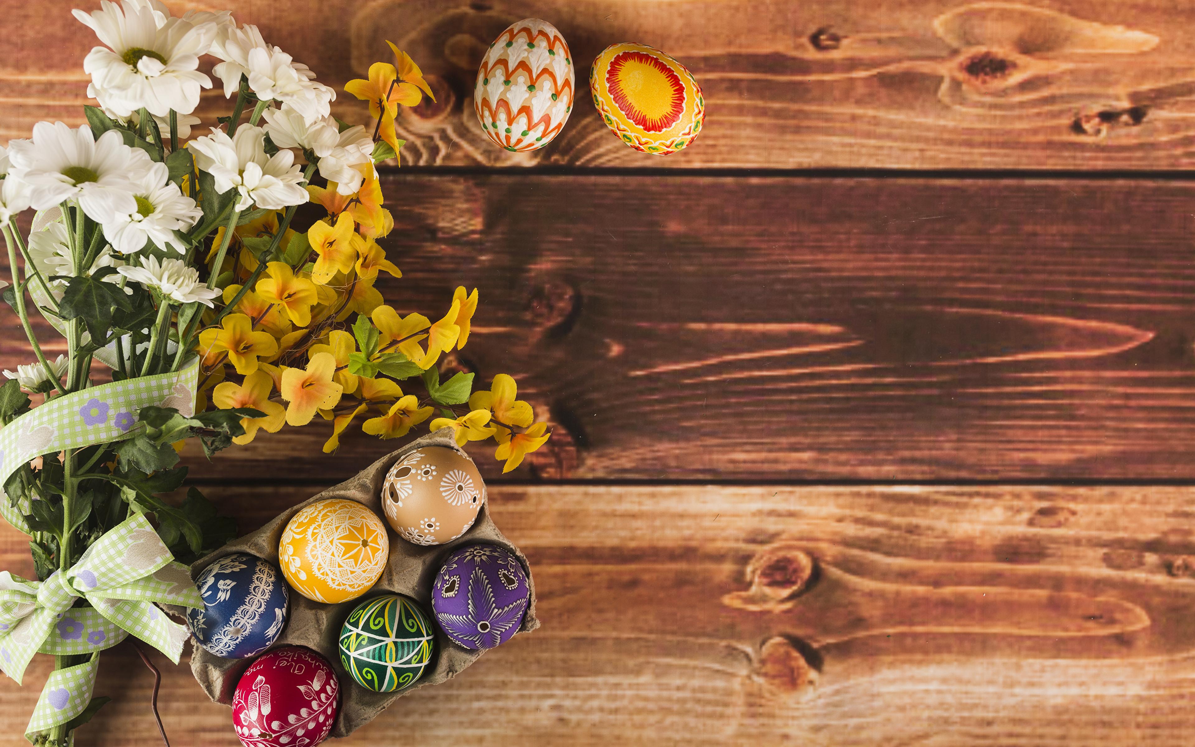 Фотографии Пасха Яйца букет Цветы Хризантемы Доски 3840x2400 яиц яйцо яйцами Букеты цветок