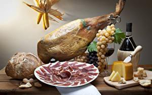Фото Мясные продукты Ветчина Сыры Вино Виноград Хлеб Бутылки Пища