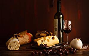 Фотографии Натюрморт Вино Сыры Хлеб Вишня Лук репчатый Бутылка Бокал Еда