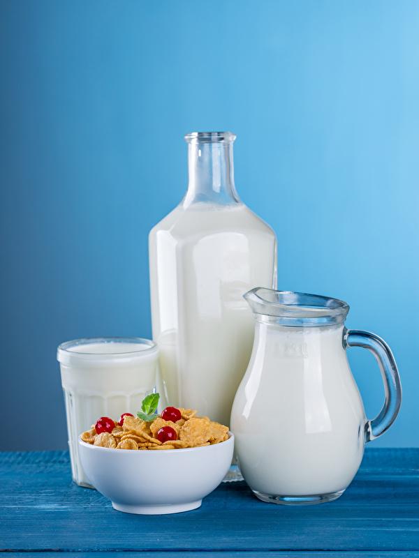 Картинки Молоко Кувшин стакане Пища Мюсли Бутылка Цветной фон 600x800 для мобильного телефона Стакан стакана кувшины Еда бутылки Продукты питания