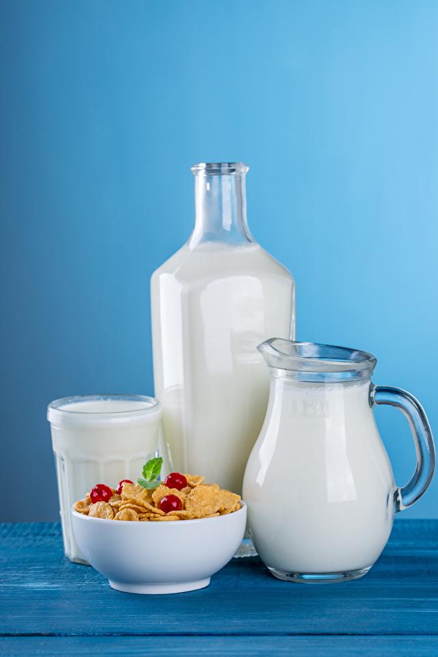 Картинки Молоко Кувшин стакане Пища Мюсли Бутылка Цветной фон 640x960 Стакан стакана кувшины Еда бутылки Продукты питания