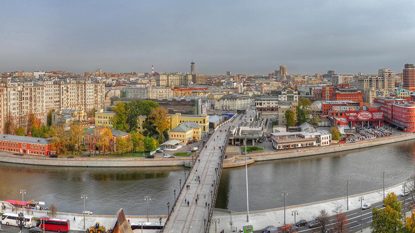 Фото Москва Россия Мосты речка Дома город 1366x768 мост река Реки Города Здания