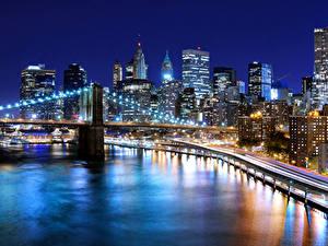 Фотографии США Небоскребы Речка Мост Нью-Йорк Ночь Уличные фонари город