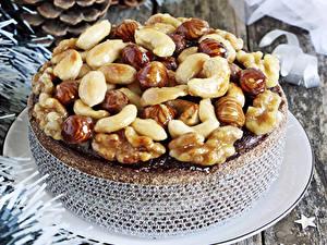 Обои для рабочего стола Сладости Торты Орехи Еда