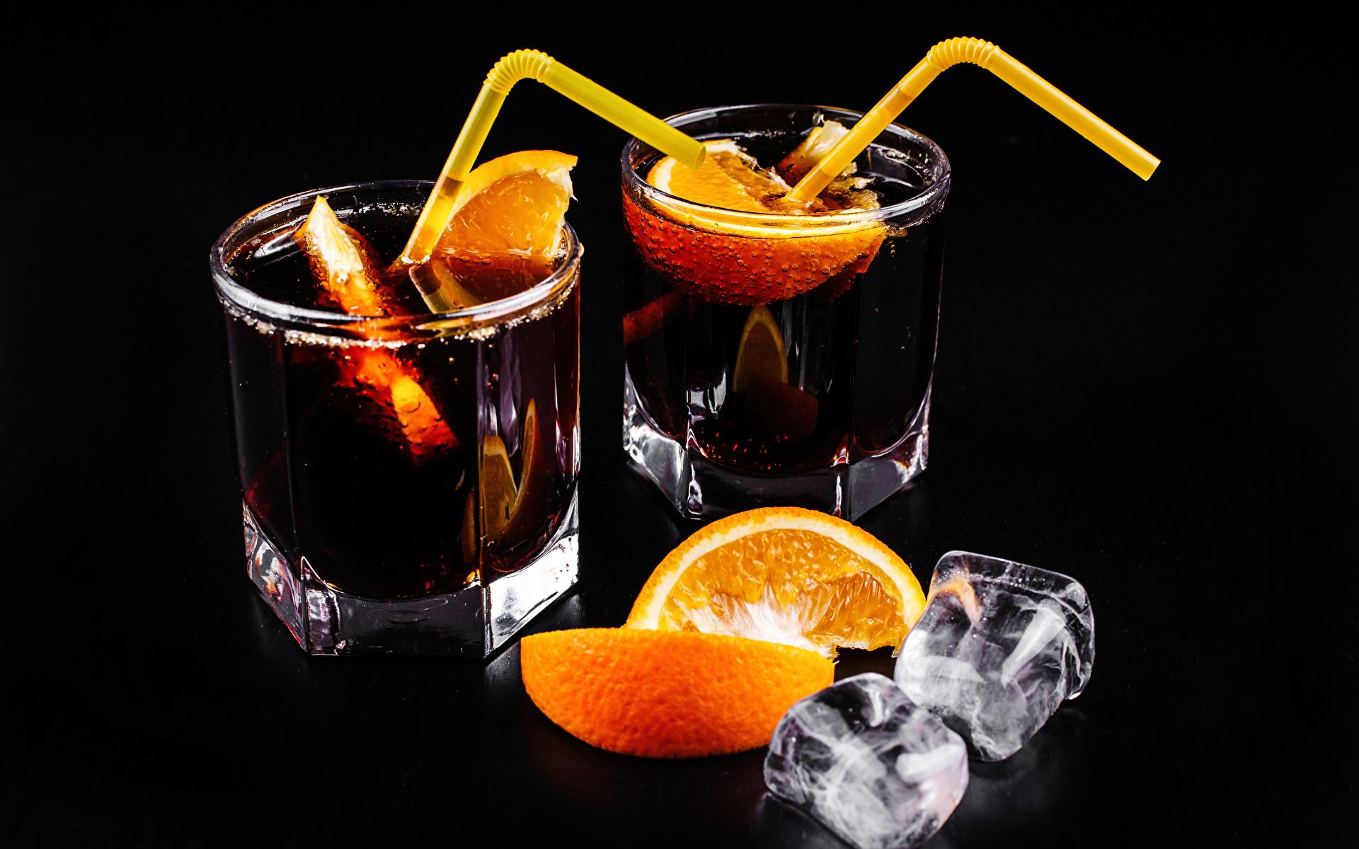 Обои Алкогольные напитки льда Двое Апельсин Стакан Пища Коктейль Черный фон 1920x1200 Лед 2 вдвоем стакана стакане Еда Продукты питания
