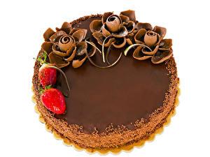 Фотография Сладости Торты Шоколад Клубника Белом фоне Продукты питания
