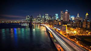Фотографии США Небоскребы Мосты Нью-Йорк Ночные Brooklyn Bridge East River город
