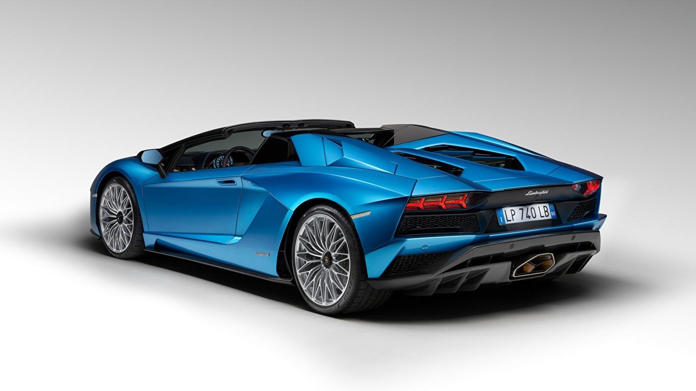 Фото Ламборгини Aventador S Roadster, 2017 Родстер синяя авто Серый фон 1366x768 Lamborghini Синий синие синих машина машины Автомобили автомобиль сером фоне