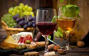 Картинки Натюрморт Вино Виноград Сыры Орехи Хлеб Бокал Еда