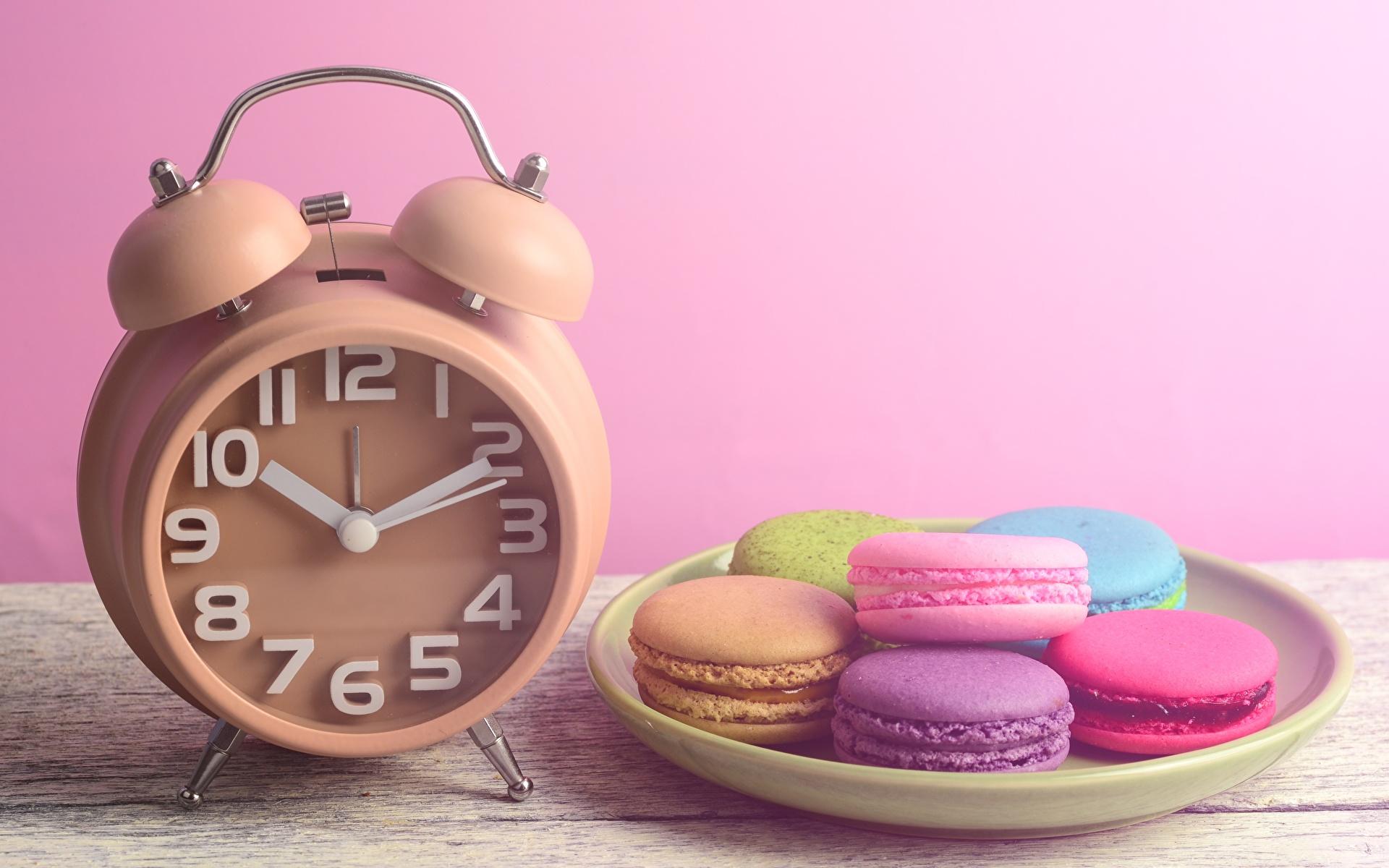 Фотография Макарон Часы Будильник Продукты питания 1920x1200 Еда Пища