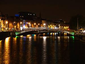 Картинка Ирландия Дома Река Мост Дублин Ночь Уличные фонари Города
