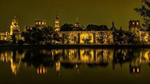 Обои Россия Москва Храмы Реки Монастырь В ночи Novodevichy Города