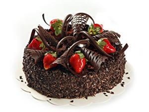 Картинки Торты Выпечка Сладости Шоколад Клубника Вблизи Белом фоне
