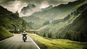 Фотография Горы Дороги Пейзаж Мотоциклист Трава Природа
