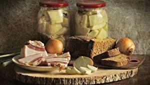 Обои Хлеб Лук репчатый Натюрморт Вблизи Мясные продукты Салом Банке Продукты питания