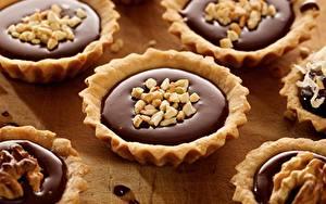 Картинки Пирожное Орехи Шоколад Сладости Выпечка Крупным планом Еда