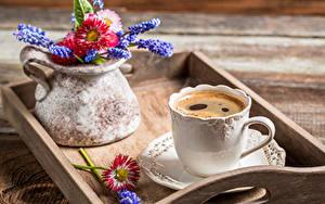 Фотография Кофе Напитки Крупным планом Чашке Вазы Еда Цветы