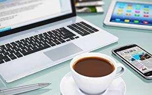 Фотографии Кофе Напитки Вблизи Ноутбуки Чашка Телефон Компьютеры Еда
