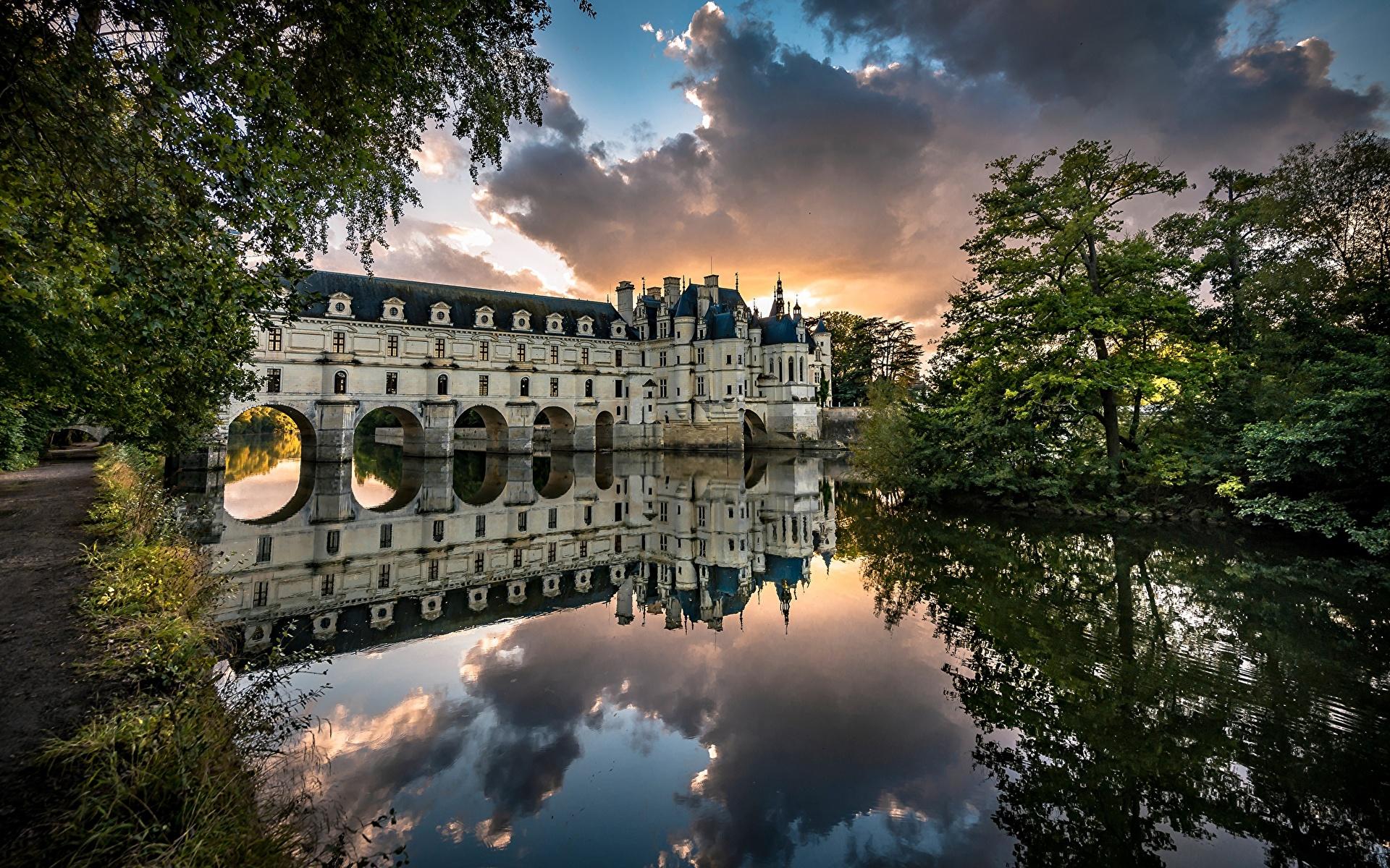 Фото Франция башни Château de Chenonceau замок Природа Отражение Реки деревьев 1920x1200 Башня Замки отражении отражается река речка дерево дерева Деревья