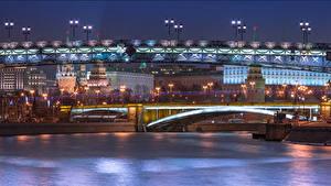 Фотография Россия Москва Здания Реки Мосты Ночью Patriarchal and Big Stone bridges Города