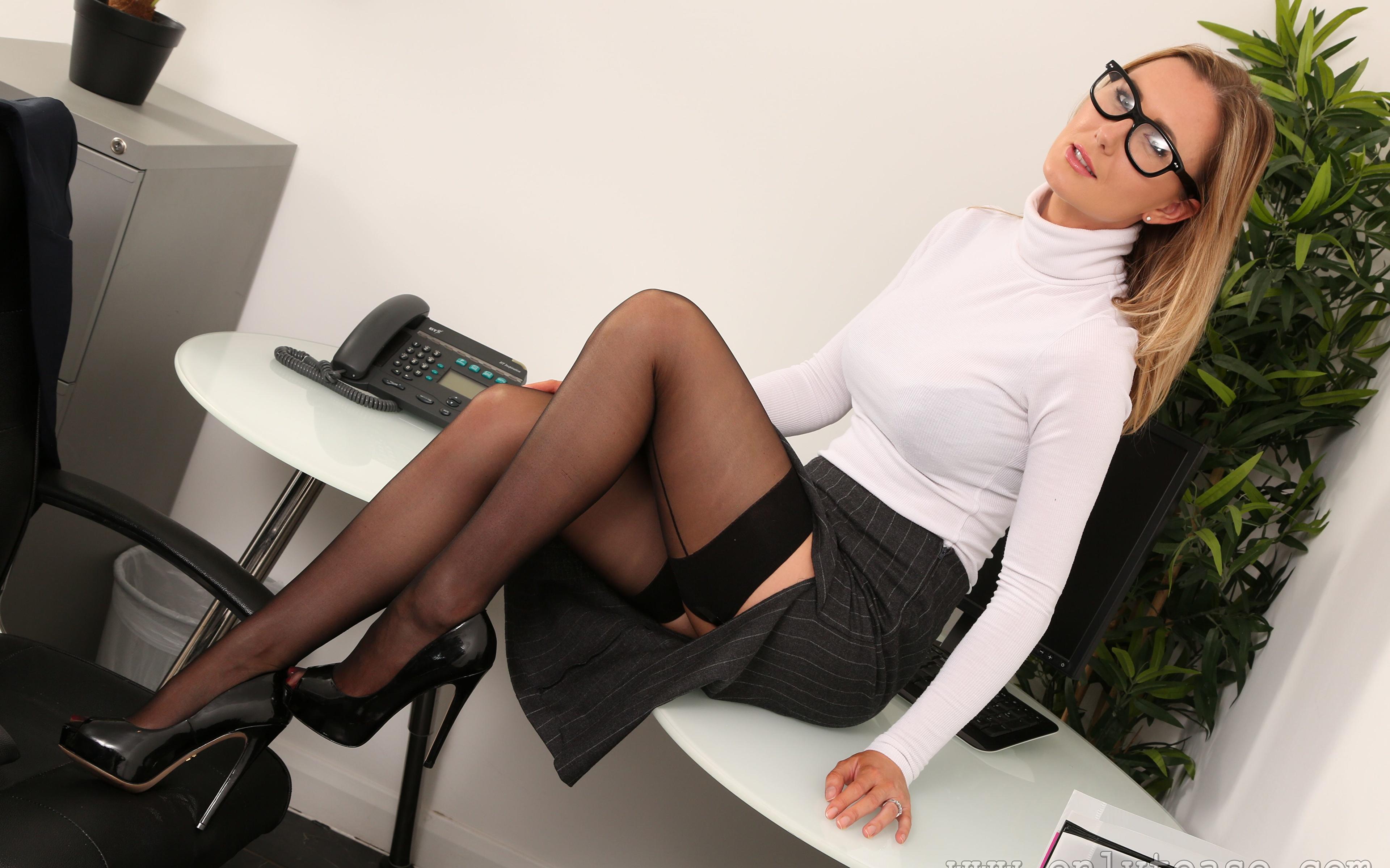 Секретарша с бюстом, Порно видео онлайн: СекретаршаБольшие сиськи 11 фотография