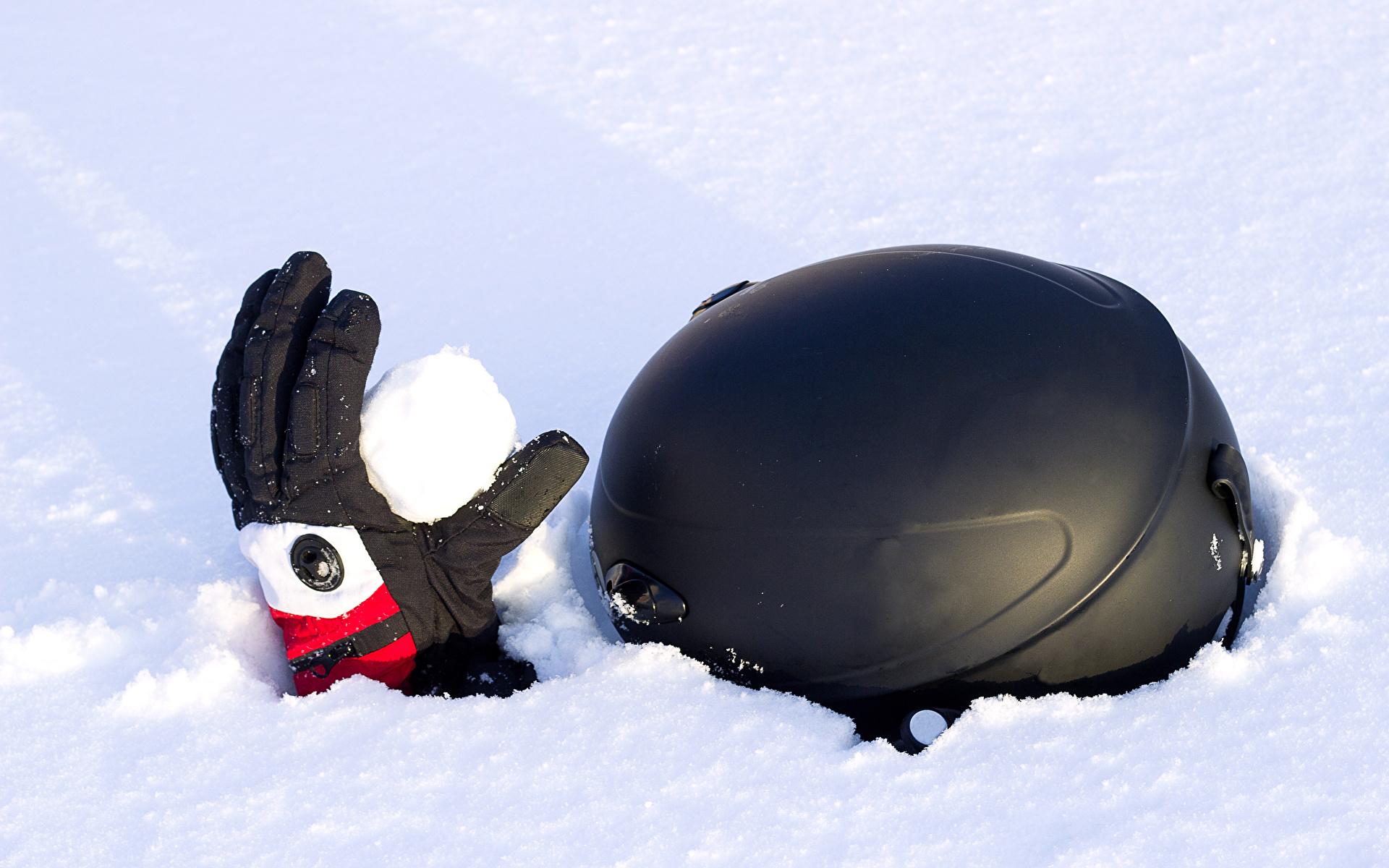 Фотографии в шлеме Перчатки Зима снега 1920x1200 Шлем шлема перчатках зимние Снег снегу снеге
