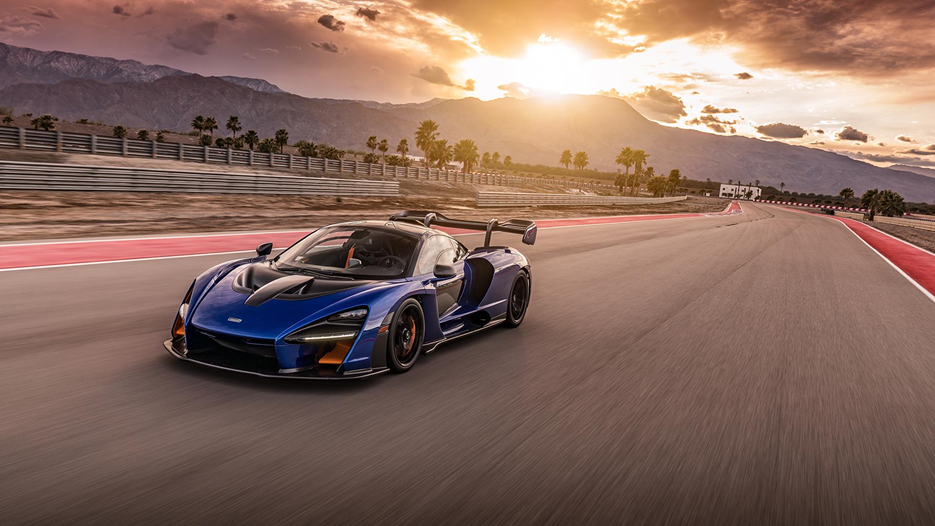 Картинка McLaren 2019-20 Senna синяя едущая Металлик Автомобили 1920x1080 Макларен Синий синие синих едет едущий скорость Движение авто машины машина автомобиль