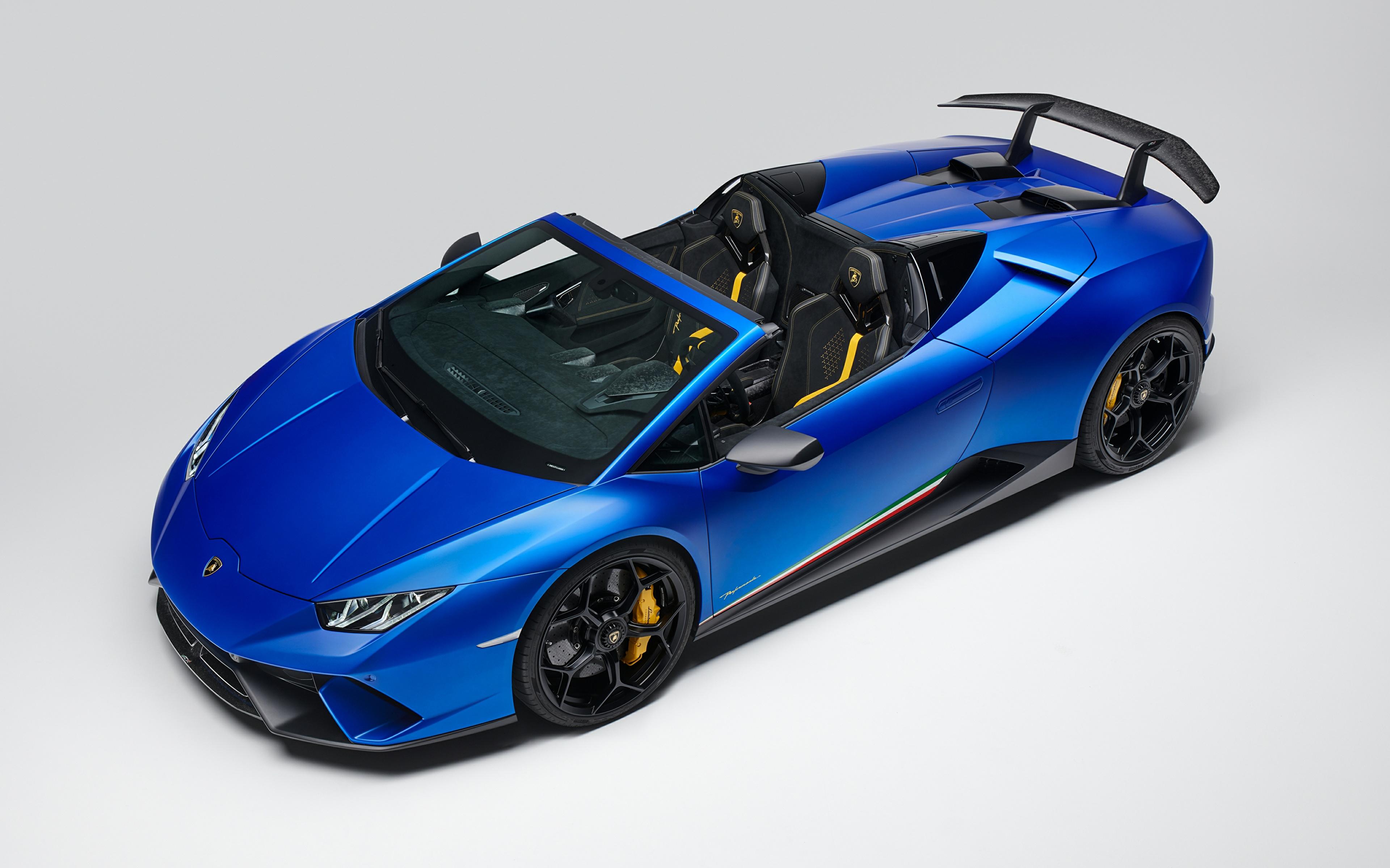 Обои для рабочего стола Ламборгини 2018 Huracan Perfomante Spyder Worldwide Родстер Синий автомобиль Серый фон 3840x2400 Lamborghini синих синие синяя авто машина машины Автомобили сером фоне