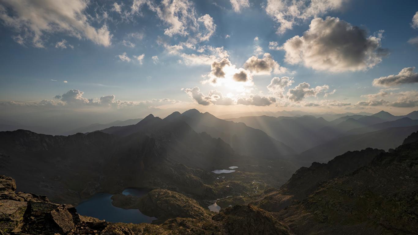 Картинки Лучи света Андорра Pyrenees гора Природа Небо Облака 1366x768 Горы облако облачно