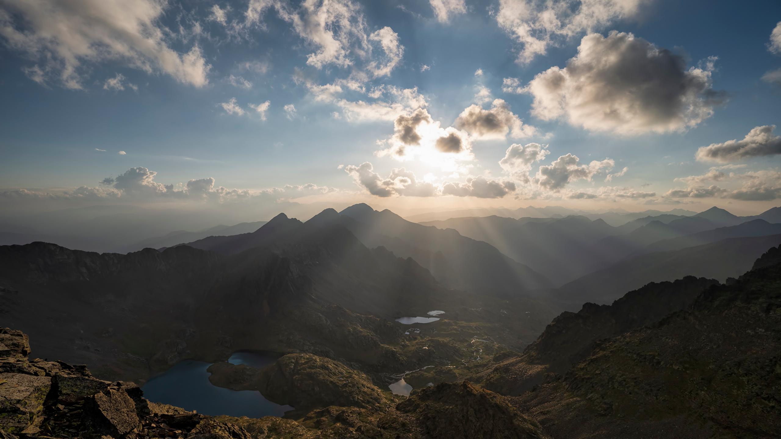 Картинки Лучи света Андорра Pyrenees гора Природа Небо Облака 2560x1440 Горы облако облачно
