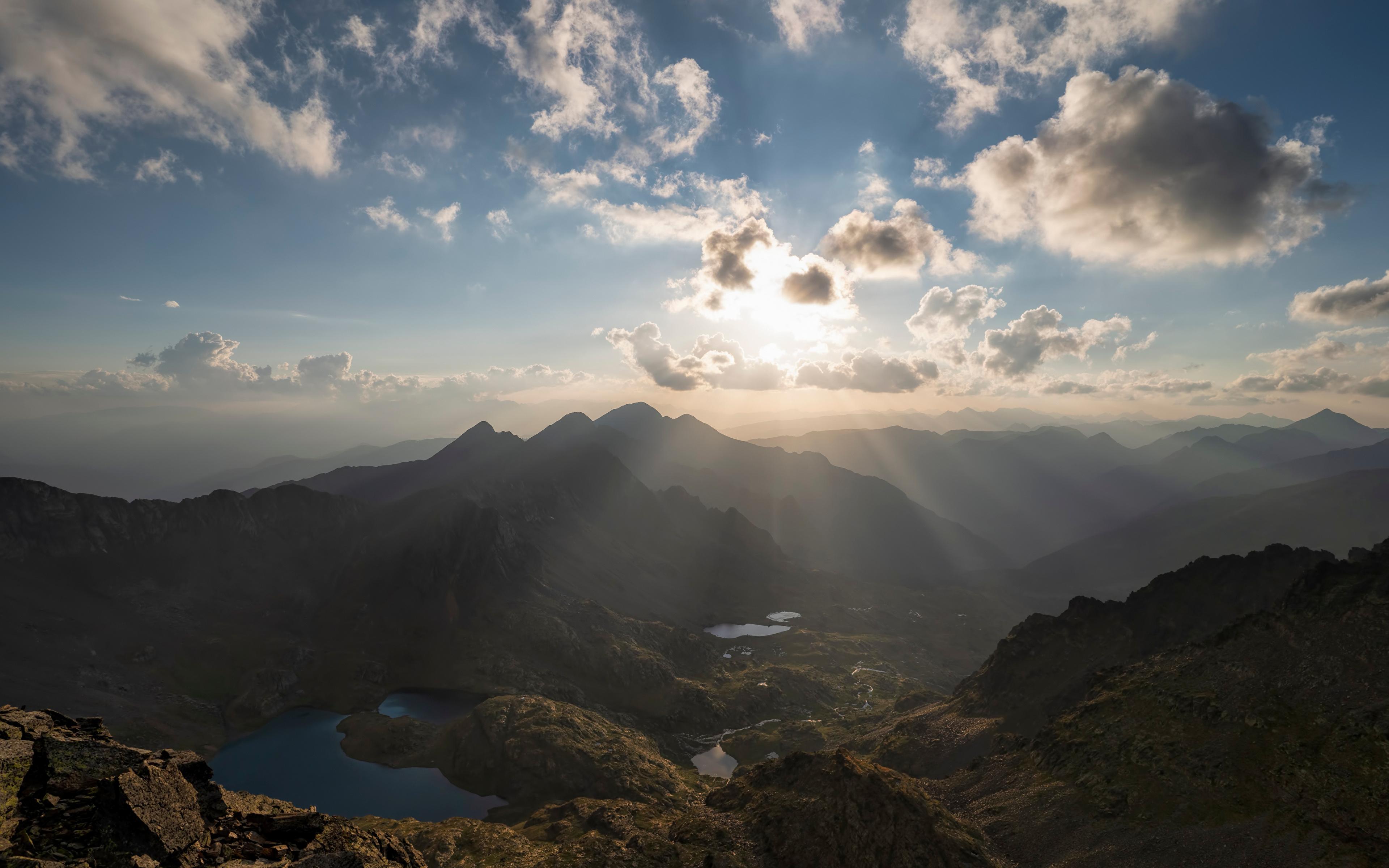 Картинки Лучи света Андорра Pyrenees гора Природа Небо Облака 3840x2400 Горы облако облачно