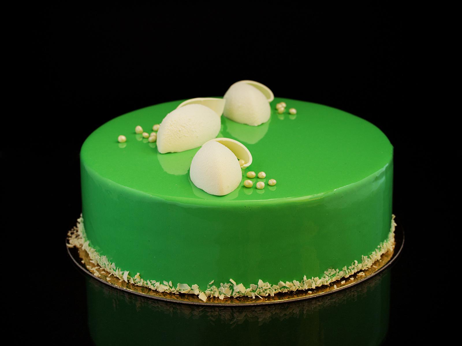 Обои для рабочего стола Торты салатовая Еда Черный фон сладкая еда дизайна 1600x1200 Салатовый салатовые желто зеленый Пища Продукты питания Сладости на черном фоне Дизайн