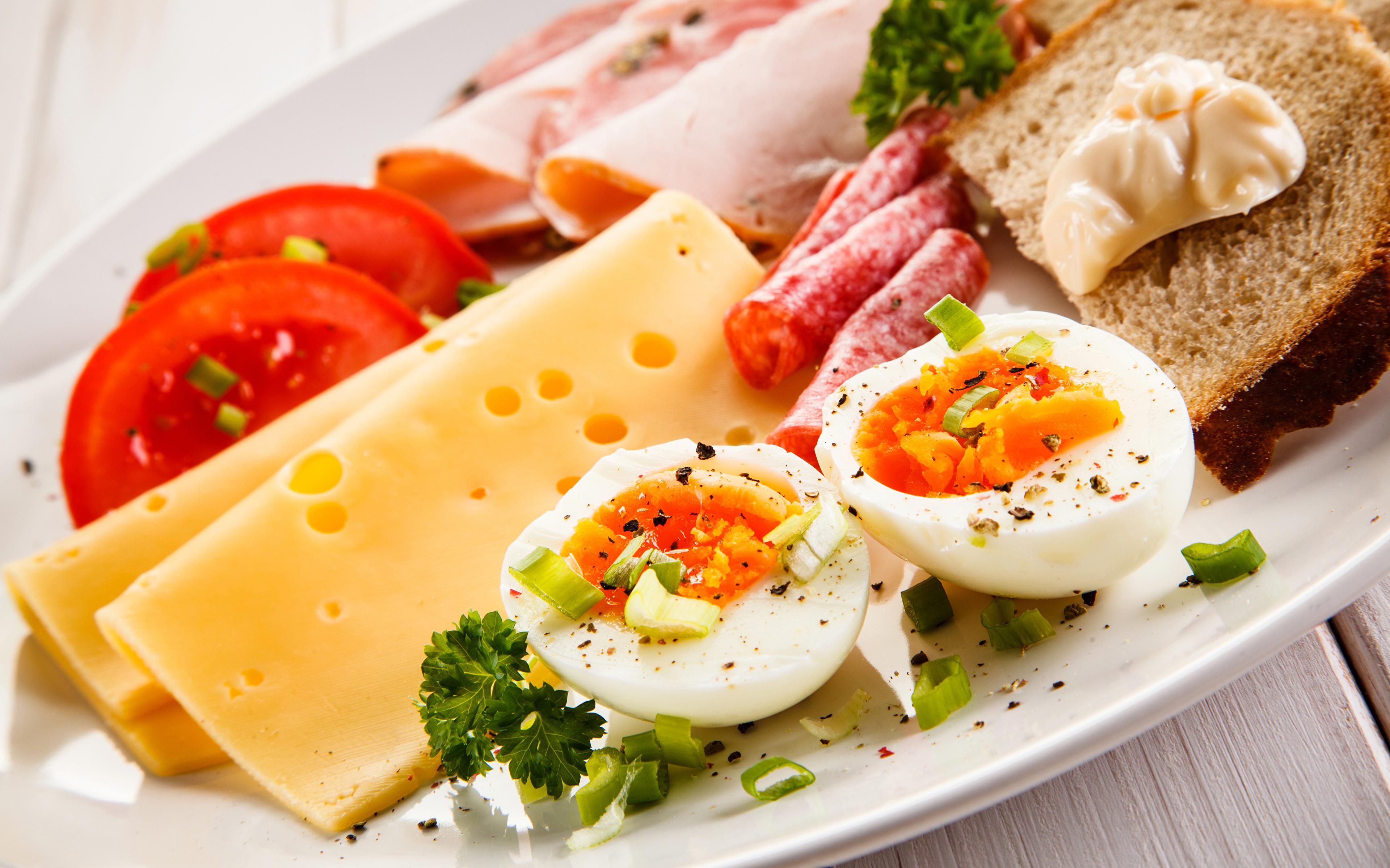 Cheese_Sausage_Bread_Vegetables_Breakfas
