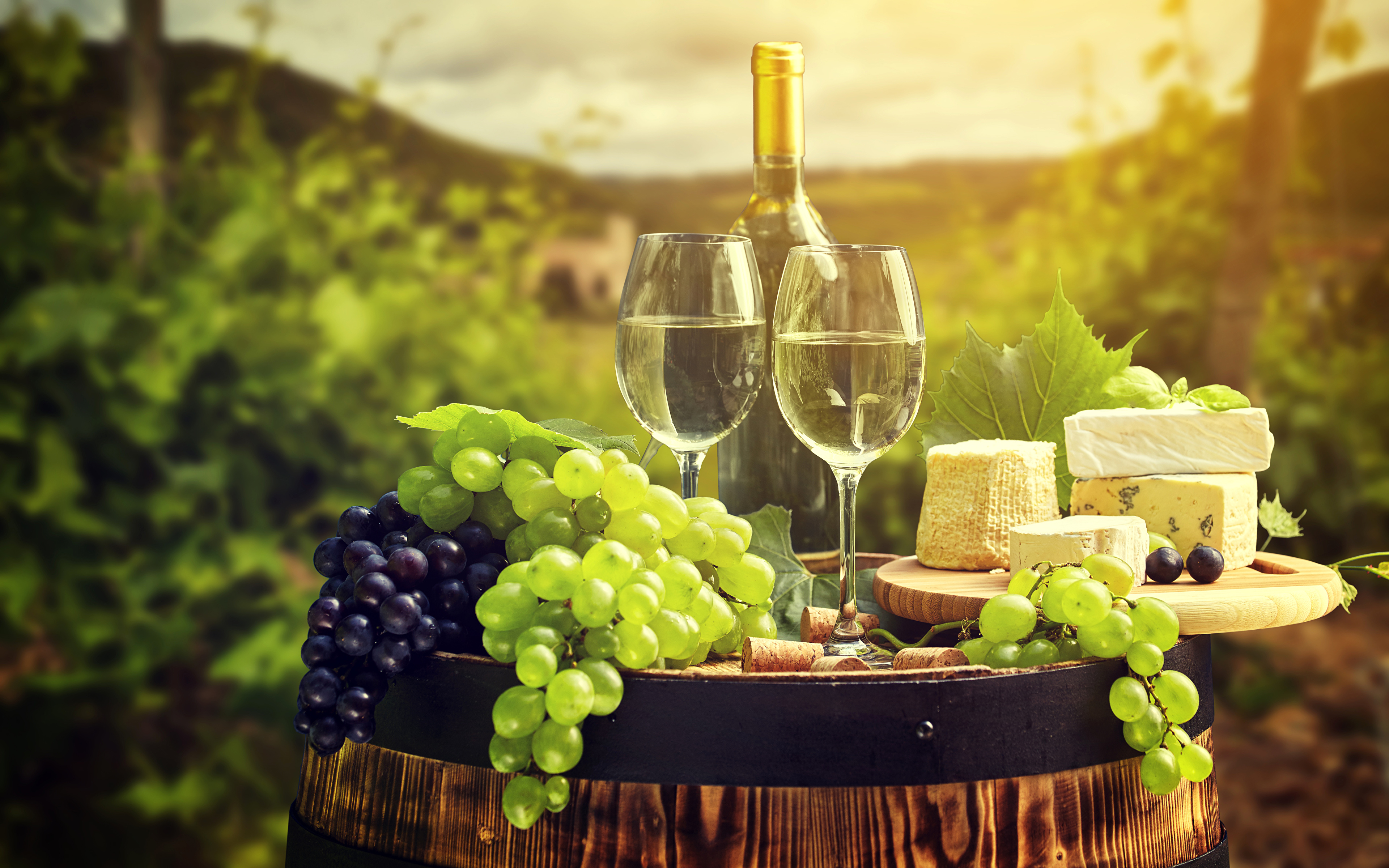 Фото Вино Сыры Виноград Еда Бокалы бутылки 3840x2400 Пища бокал Бутылка Продукты питания