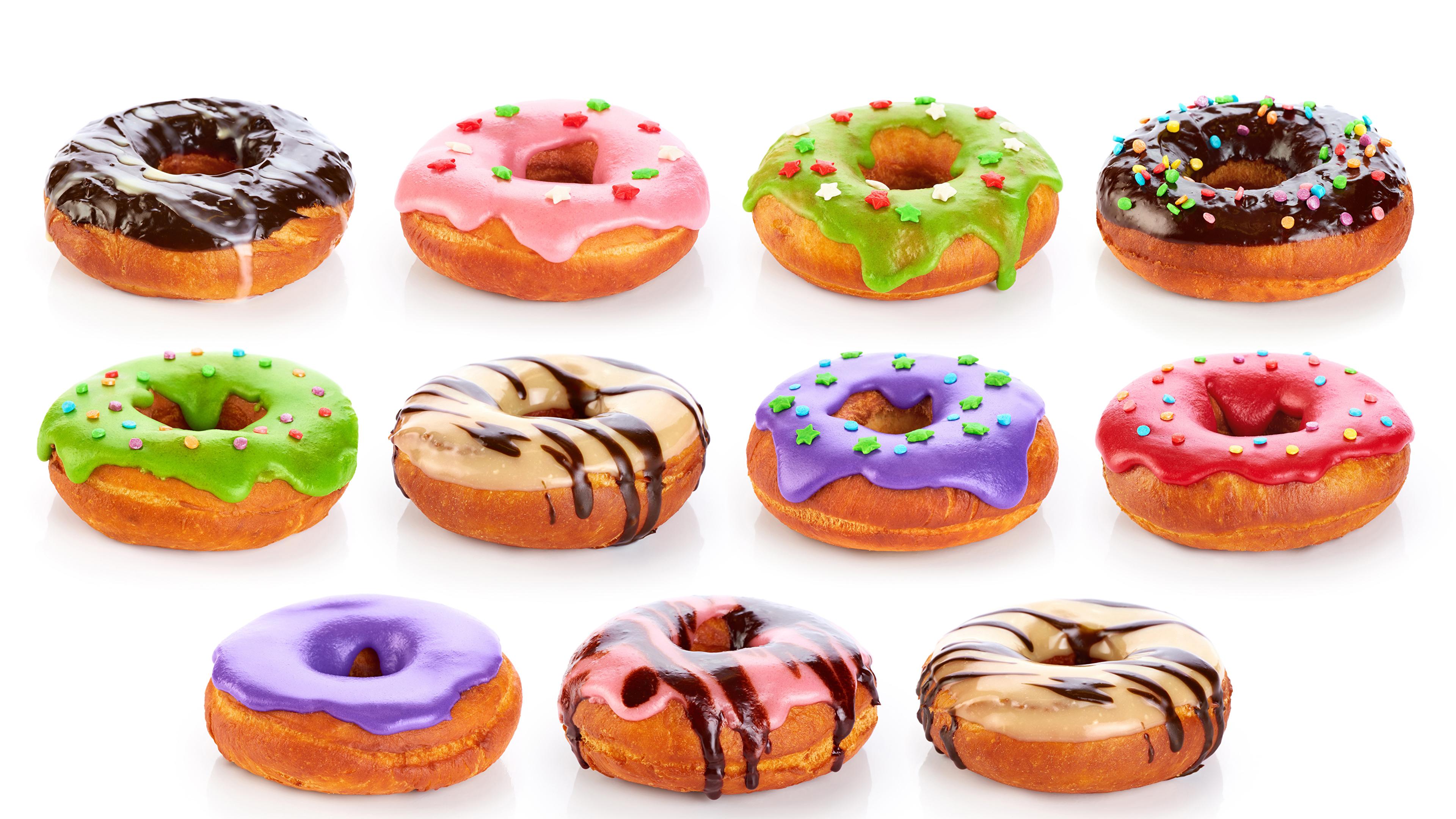 Картинка Разноцветные Шоколад Пончики Еда белом фоне 3840x2160 Пища Продукты питания Белый фон белым фоном