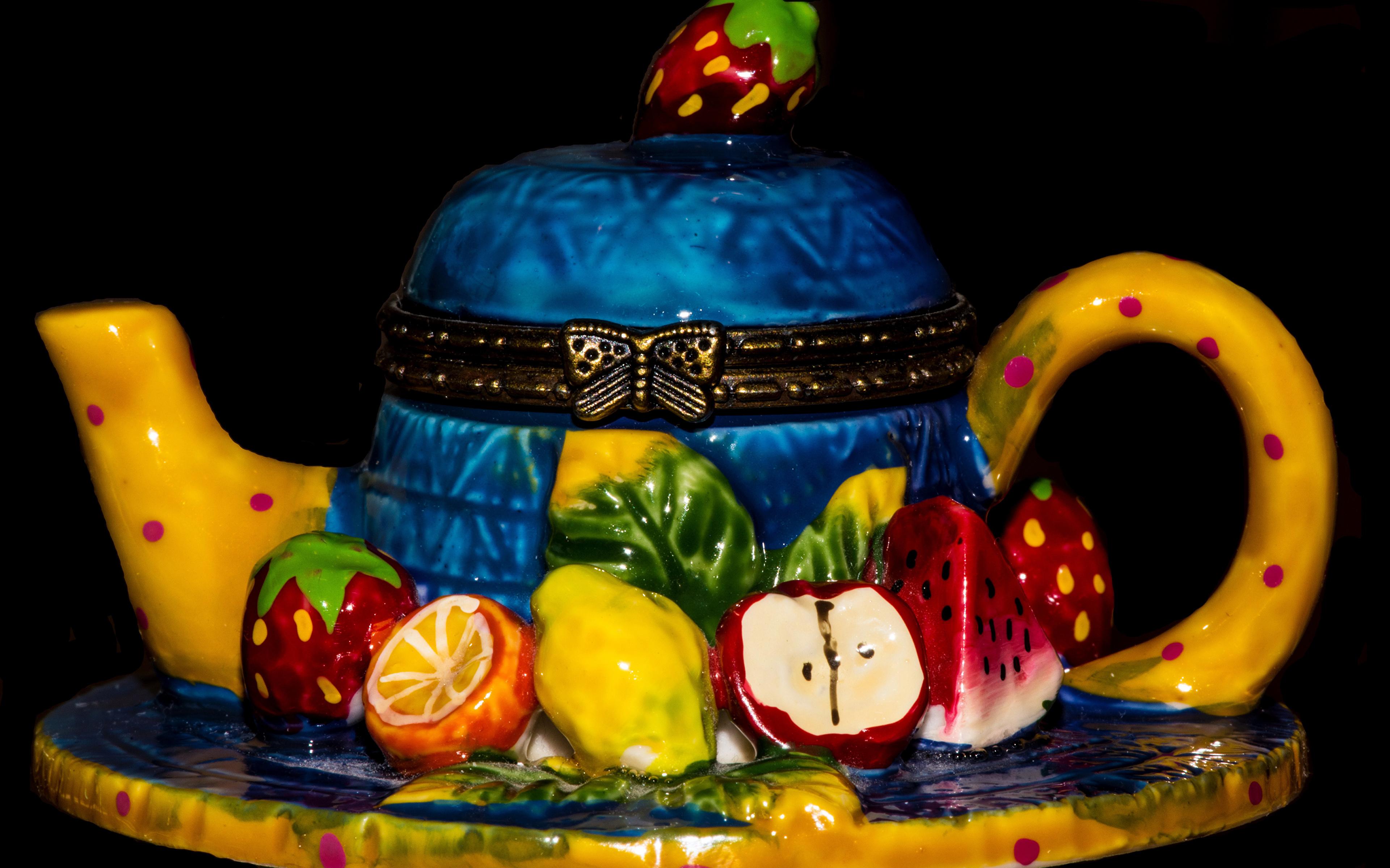 Обои для рабочего стола Торты Чайник Еда Фрукты Черный фон сладкая еда дизайна 3840x2400 Пища Продукты питания Сладости на черном фоне Дизайн