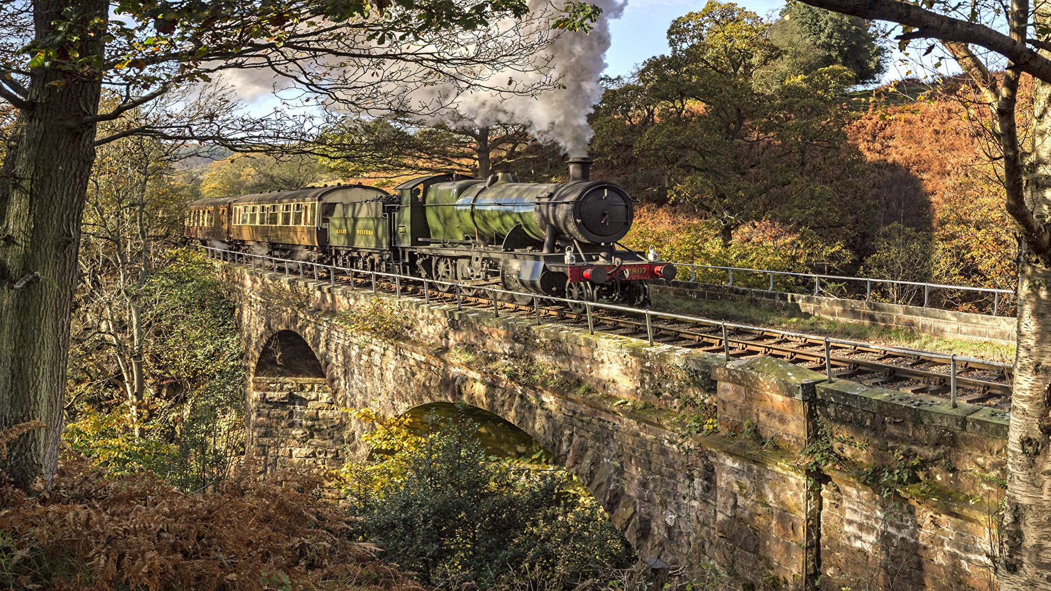 Обрыв горы поезд осень бесплатно