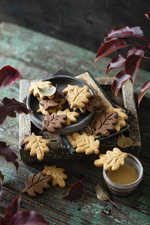 Обои для рабочего стола Листья Осень Еда Печенье Доски 640x960 для мобильного телефона лист Листва осенние Пища Продукты питания