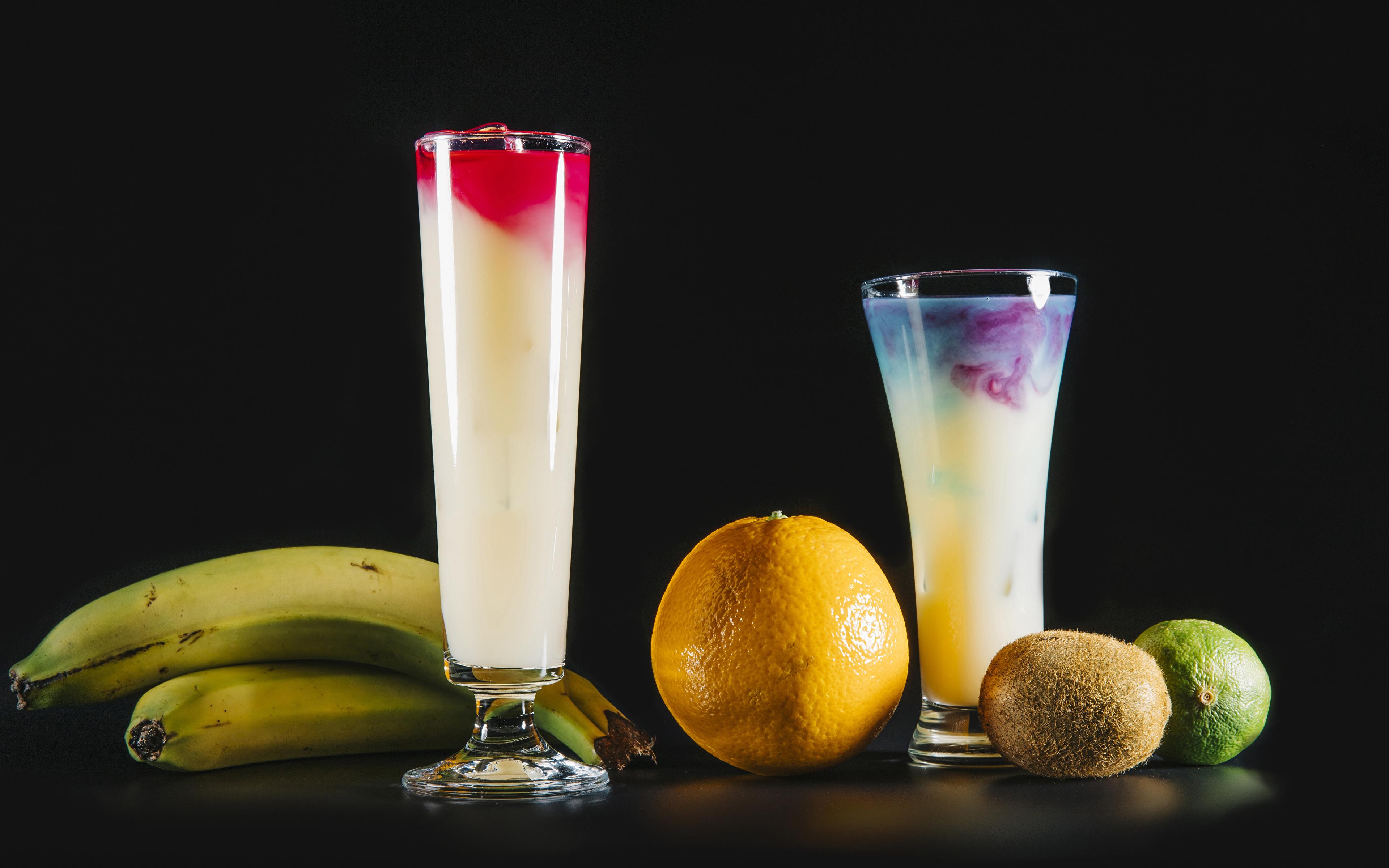 Обои для рабочего стола Апельсин Киви Бананы стакане Пища Коктейль Черный фон 3840x2400 Стакан стакана Еда Продукты питания на черном фоне