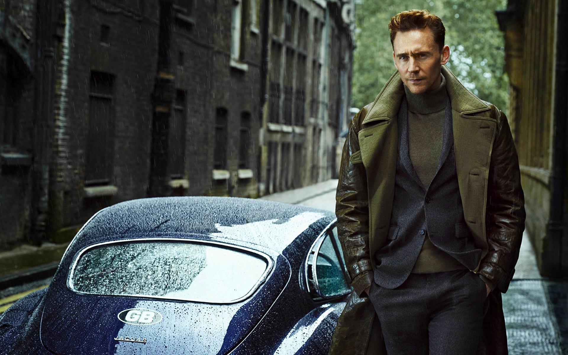Фотография Tom Hiddleston мужчина Костюм Знаменитости 1920x1200 Том Хиддлстон Мужчины костюме костюма классический костюм
