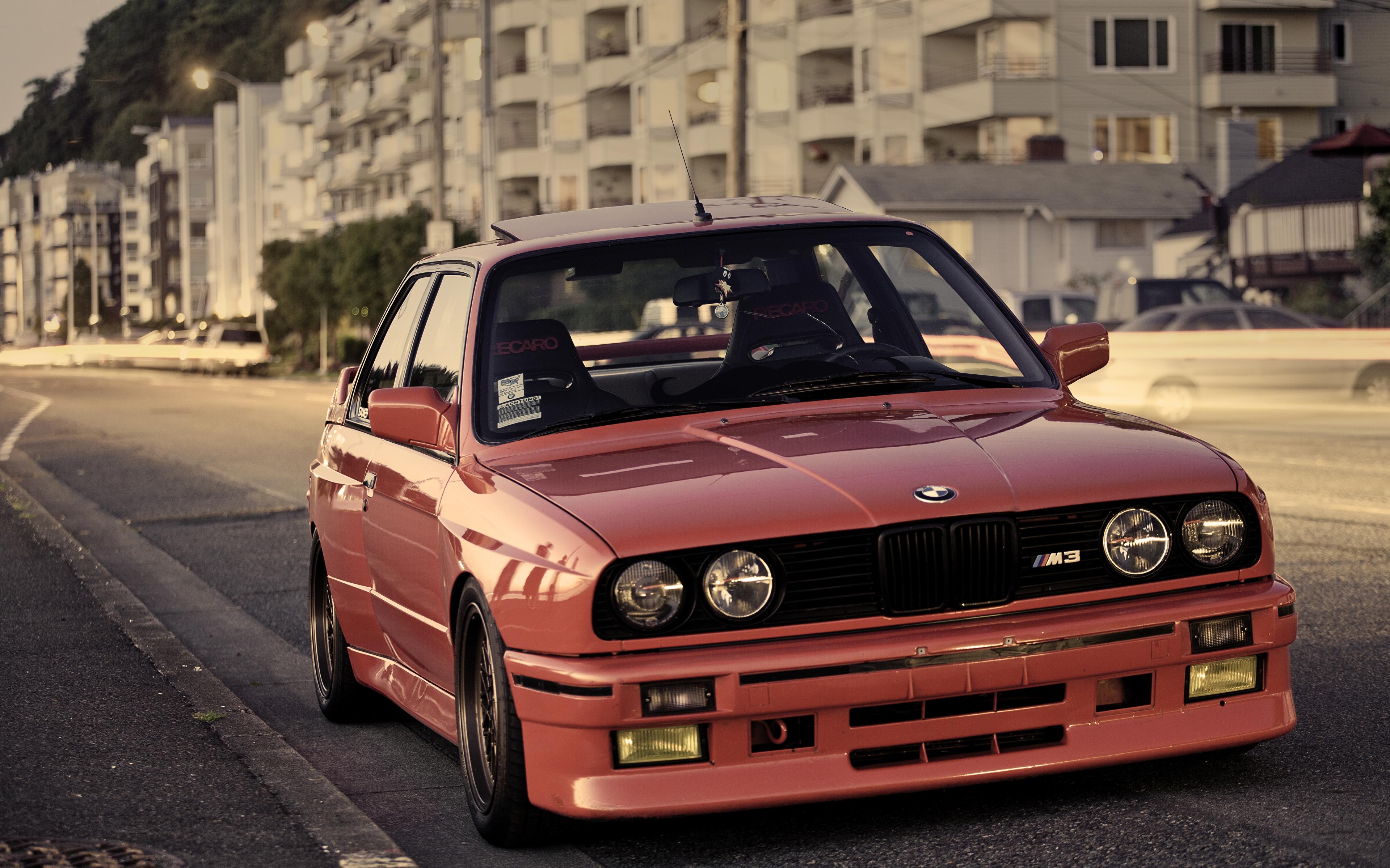 Фотография БМВ M3 E30 красных Фары Спереди автомобиль 3840x2400 BMW красная красные Красный фар авто машины машина Автомобили