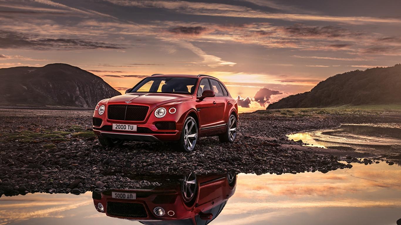 Фотография Bentley Bentayga 2018 красные Автомобили 1366x768 Бентли красная Красный красных авто машины машина автомобиль