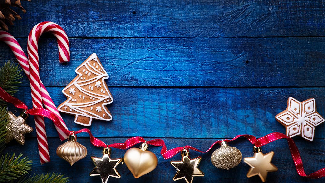 Фотография Новый год Снежинки Печенье ленточка Продукты питания Сладости Доски Дизайн 1366x768 Рождество снежинка Еда Пища Лента сладкая еда дизайна