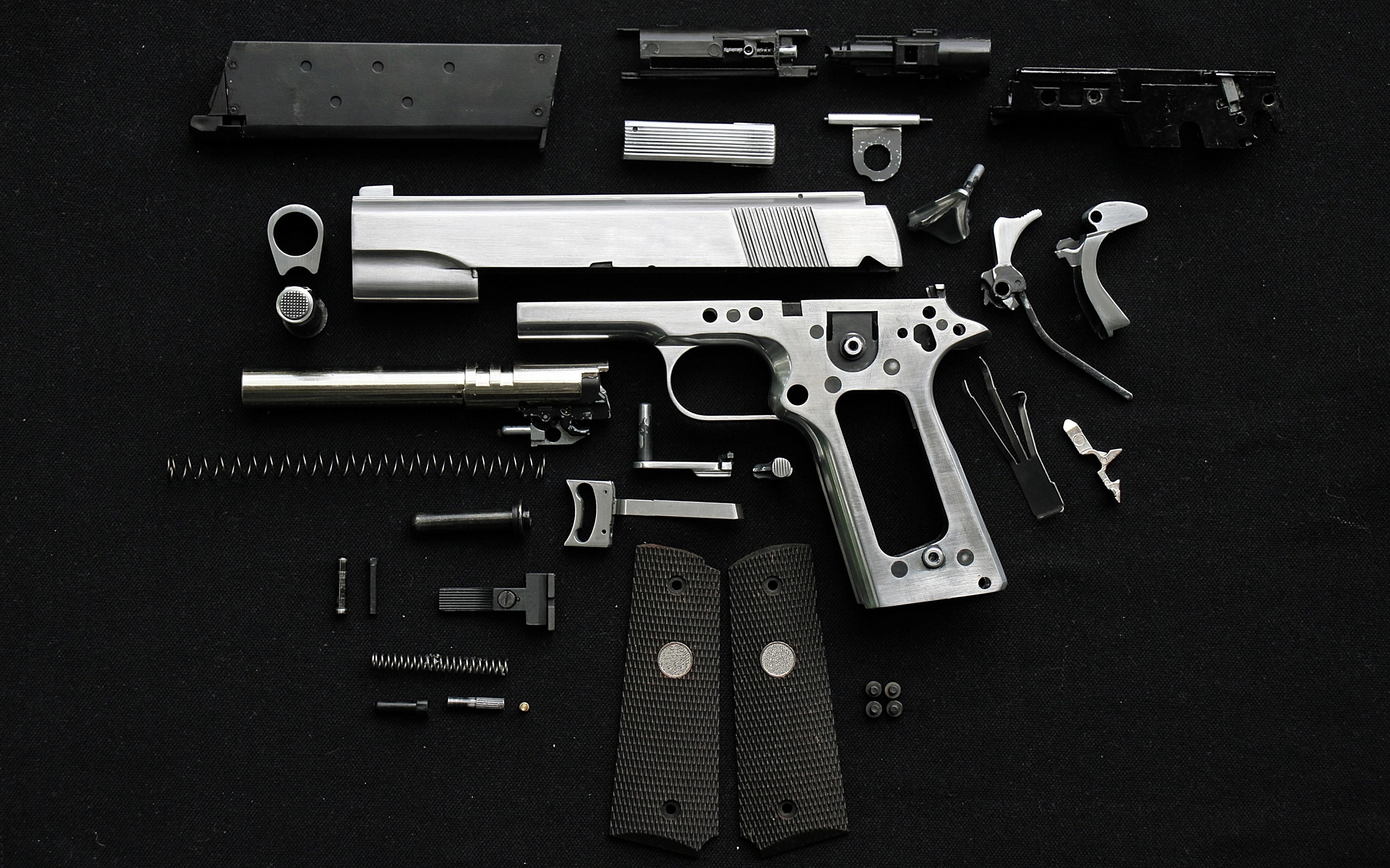 Фотография Пистолеты Патроны Черный фон Армия 3840x2400 Пули