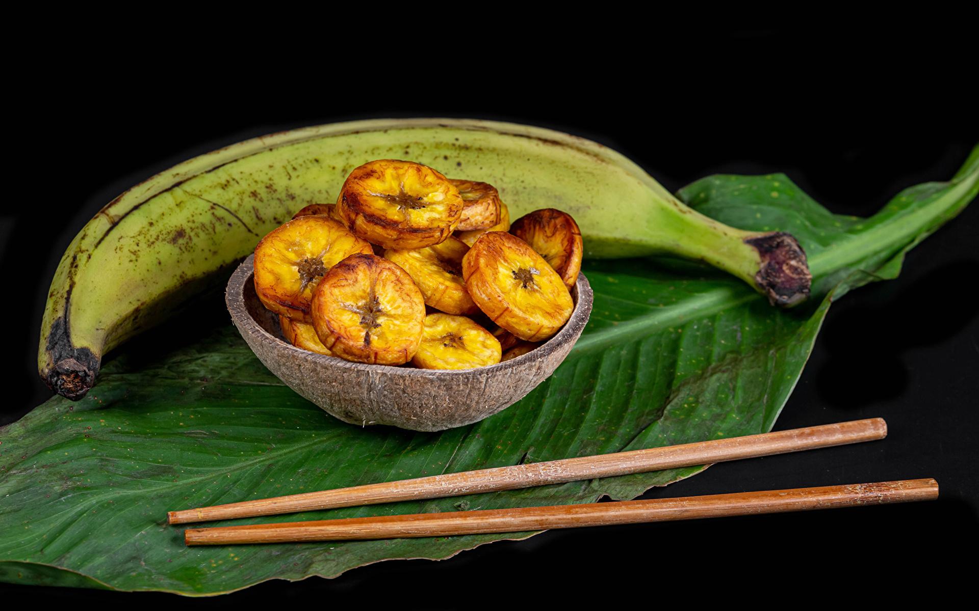 Картинки Листья Бананы Еда Палочки для еды Черный фон 1920x1200 лист Листва Пища Продукты питания на черном фоне