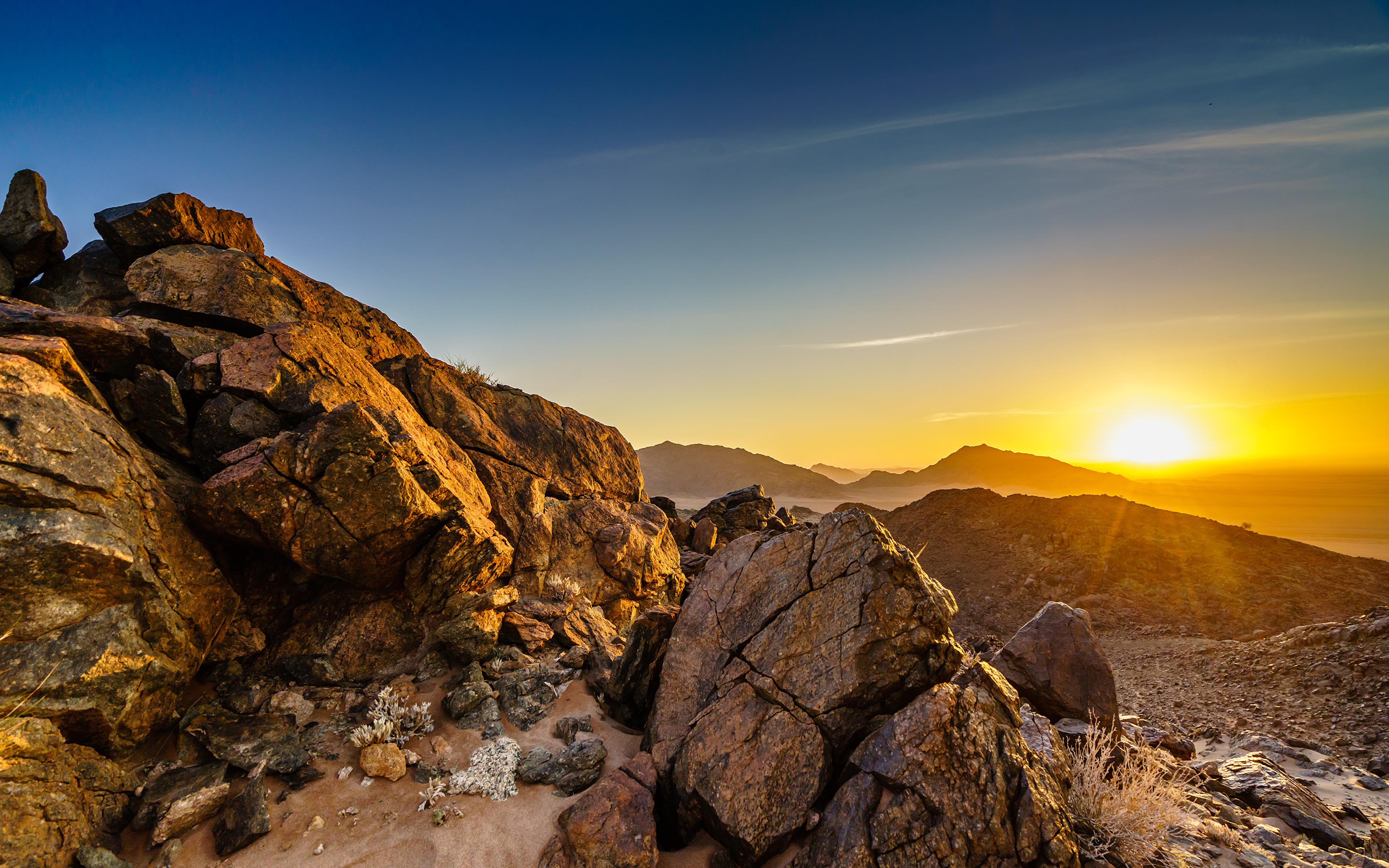 Картинки Африка Namib-Naukluft National Park, Namibia скале Природа рассвет и закат Камни 3840x2400 Утес Скала скалы Рассветы и закаты Камень
