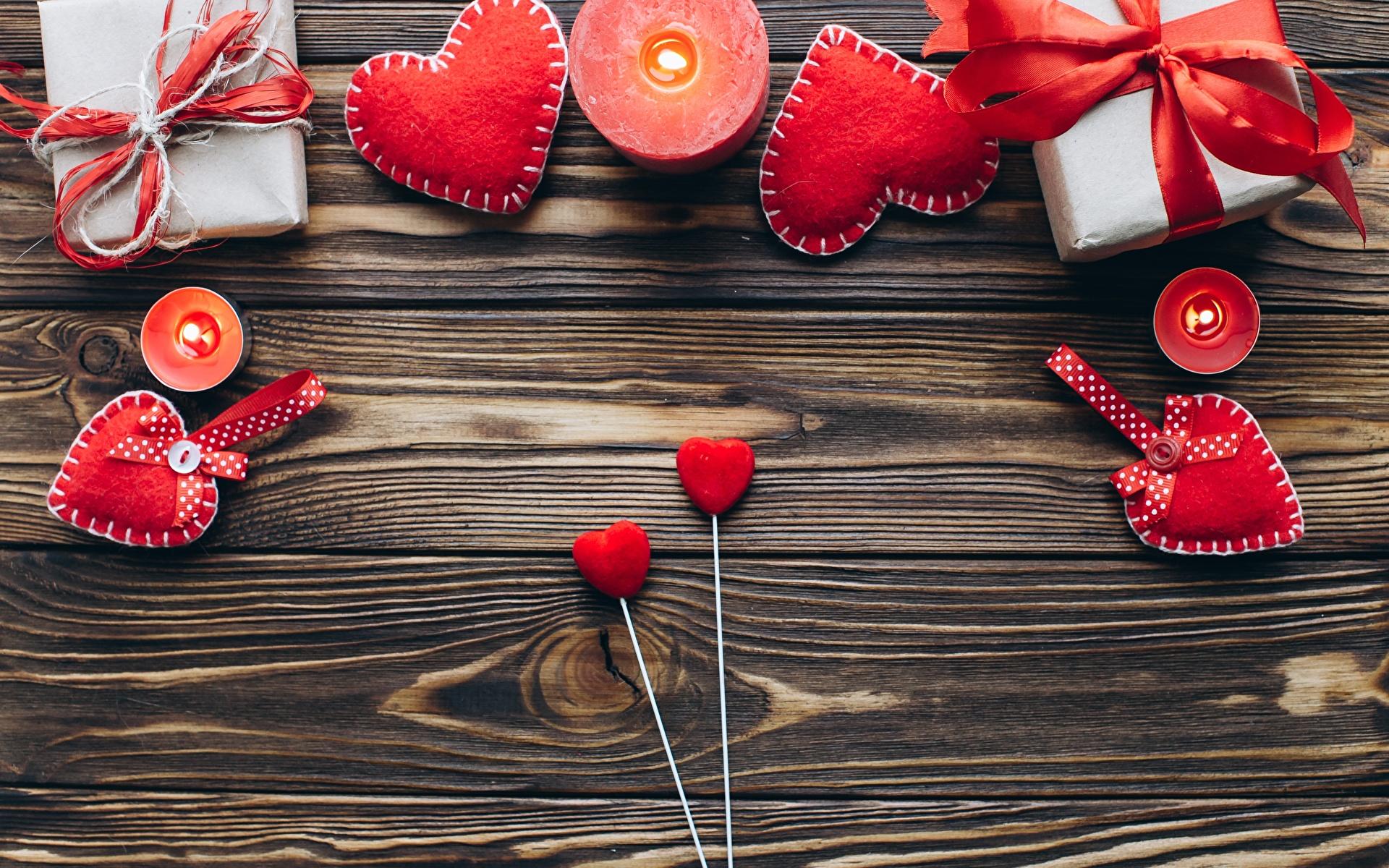Фотографии День святого Валентина сердечко Подарки Свечи Шаблон поздравительной открытки Доски 1920x1200 День всех влюблённых серце Сердце сердца подарок подарков