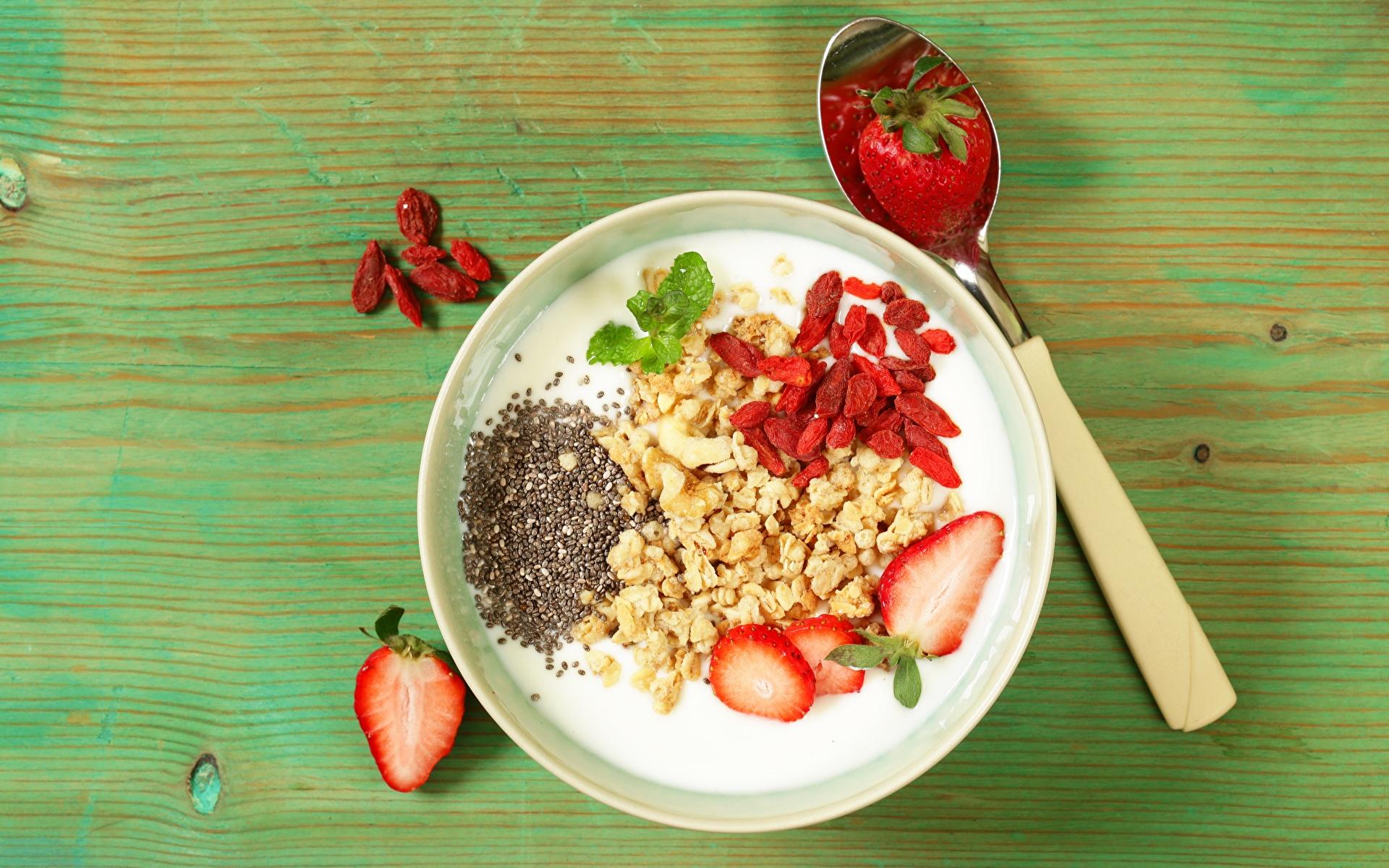 Картинка Здоровое питание Йогурт Завтрак Миска Клубника Пища Ложка 1920x1200 Еда ложки Продукты питания