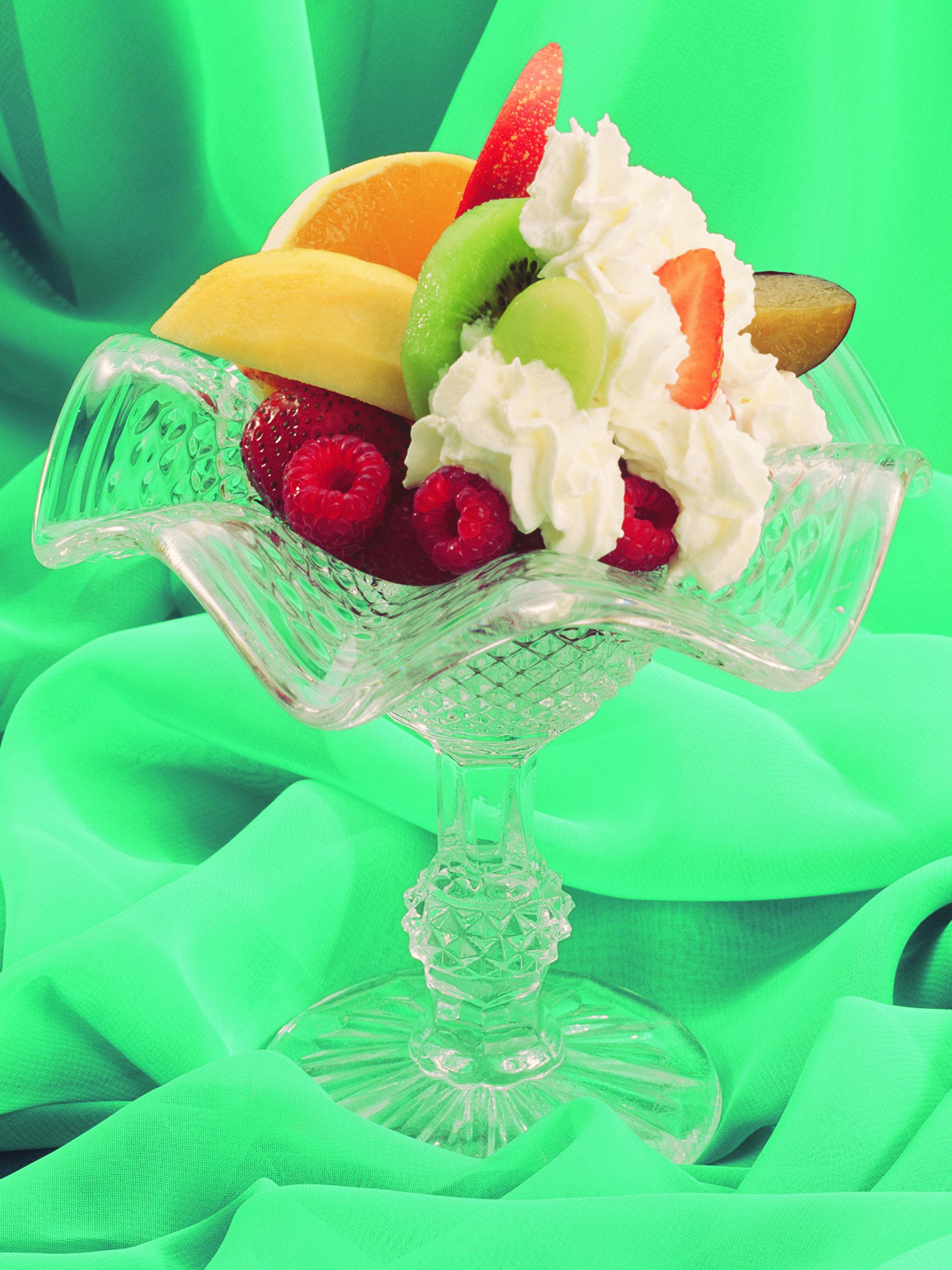 Фотография Сливки Десерт Малина Пища Фрукты Сладости 2048x2732 Еда Продукты питания