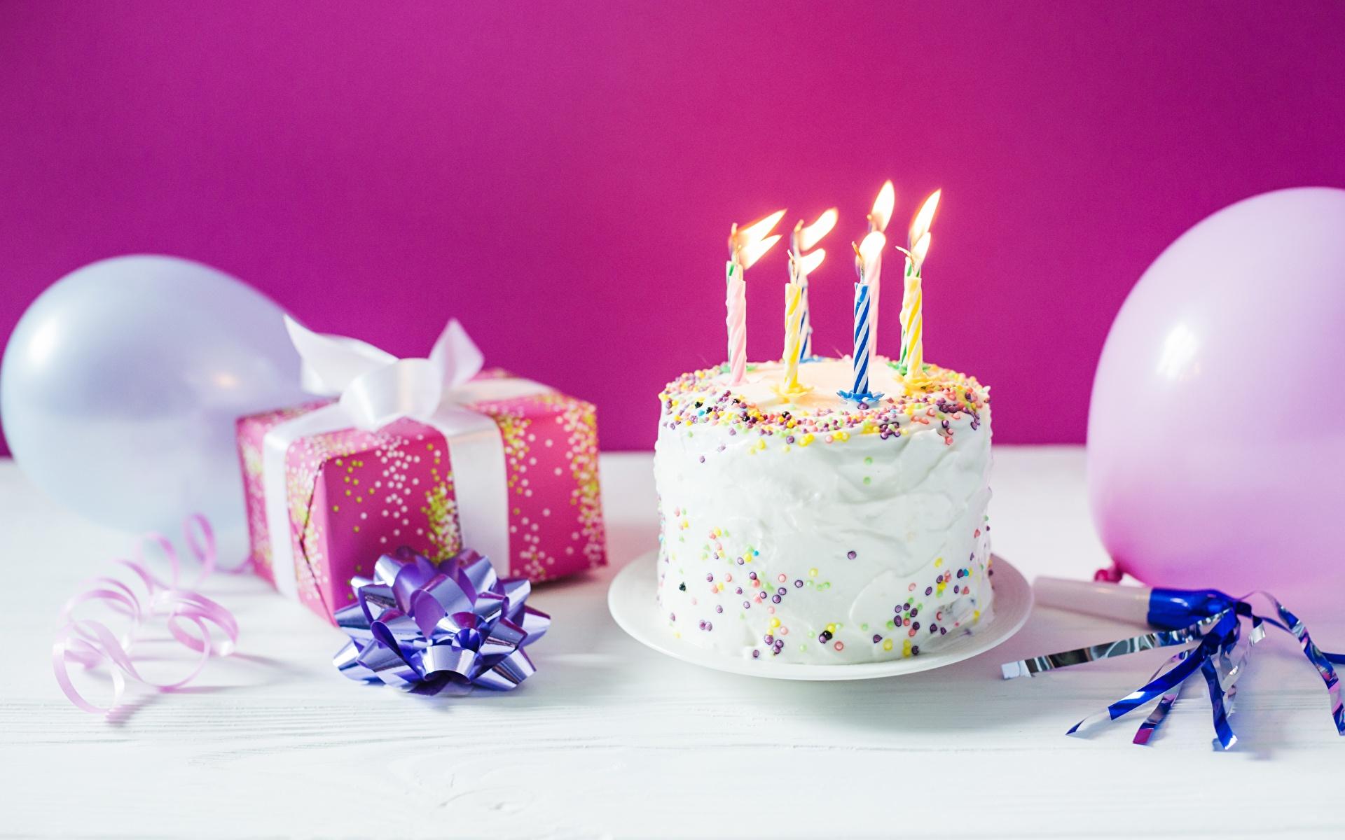 Фотография День рождения Торты Подарки Свечи Продукты питания Праздники 1920x1200 Еда Пища